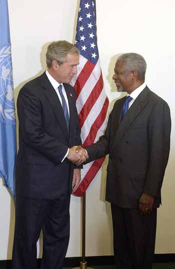 September 23, 2003:  UN Secretary General Kofi Annan meeting with President George W. Bush upon his arrival to United Nations Headquarters in New York.  UN Photo by Eskinder Debebe.