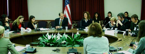 Assistant Secretary Fried meets with Edward R. Murrow Journalists Exchange participants from European and Eurasian countries on April 11, 2007. State Department photo.