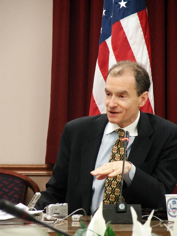 Assistant Secretary Fried during Press Roundtable with Edward R. Murrow Journalist Exchange Participants on April 11, 2007. State Department photo.