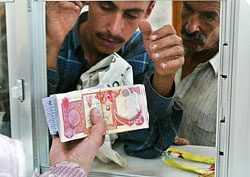 People receive new Iraqi currency at bank, October 15, 2003.