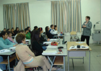 Catherine Witherspoon discusses air pollution with students, April 2008. [Cynthia Ehrlich, U.S. Embassy Valletta]
