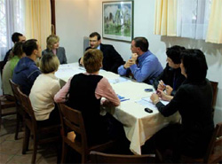 Serb and Albanian students discuss economic reconstruction with U.S. Office of Pristina officials, October 11, 2007.  [Lumi Shala, USOP]