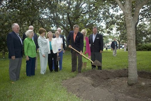 Continuing a tradition of commemorating visits by planting a live oak, President George W. Bush plants a tree on Sea Island, Ga., during his visit as host of this week's G8 Summit Monday, June 7, 2004