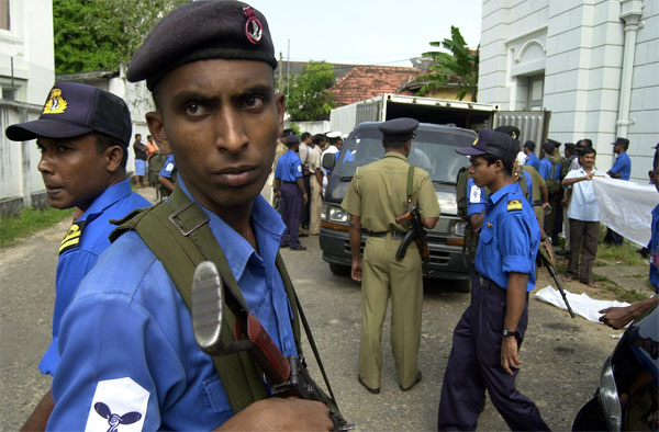 Sri Lankan Navy sailors stand guard outside the police morgue in Colombo, Sri Lanka, Saturday, December 24, 2005 [� AP/WWP]