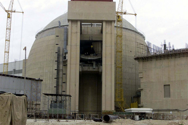 The main building of Irans Bushehr nuclear power plant in Bushehr, 750 miles ,1,200 kilometers, southwest of Tehran Tuesday, March 11, 2003. [� AP/WWP file photo]