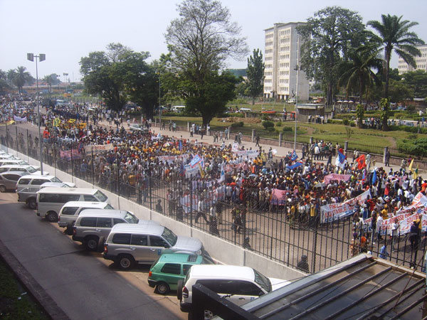 May 31, 2006 photo of Congolese citizens demonstrating in Kinshasa FOR elections on July 30, and AGAINST any delay. Photo by Thomas Dougherty