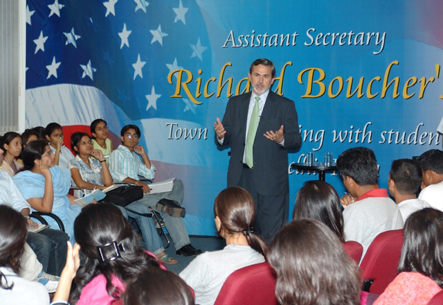 Assistant Secretary for South and Central Asia Richard Boucher taking a question from a student during a town hall meeting with students in New Delhi, August 7, 2006. State Department photo