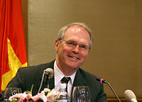 Assistant Secretary Chris Hill Meets with Vietnamese and International Journalists.