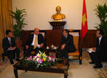 D/S Negroponte meets with Vietnamese Foreign Minister Khiem in Hanoi, September 11, 2008.