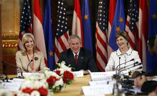 President Bush is seated between Mrs. Bush and U.S. Ambassador to Austria Susan McCaw at a roundtable event