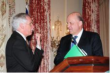 Deputy Secretary of State Negroponte talks with Secretary of Agriculture Ed Schafer at the announcement of the 2008 World Food Prize Laureates on June 13, 2008.